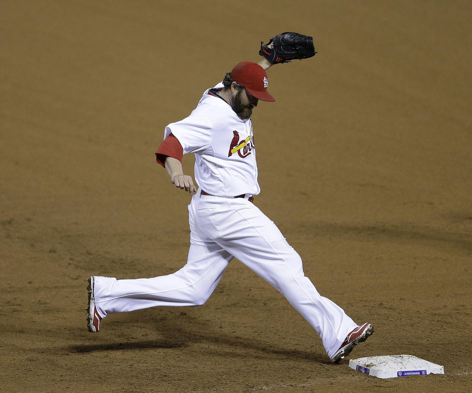 Photo -   St. Louis Cardinals relief pitcher Jason Motte (30) forces out San Francisco Giants' Marco Scutaro (19) at first base during the ninth inning of Game 3 of baseball's National League championship series, Wednesday, Oct. 17, 2012, in St. Louis. (AP Photo/Patrick Semansky)