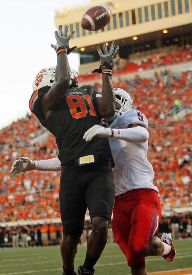 Oklahoma State's Justin Blackmon (81) makes a touchdown catch in front of Arizona's Shaquille Richardson (5) in the first quarter during a college football game between the Oklahoma State University Cowboys (OSU) and the University of Arizona Wildcats at Boone Pickens Stadium in Stillwater, Okla., Thursday, Sept. 8, 2011. Photo by Nate Billings, The Oklahoman