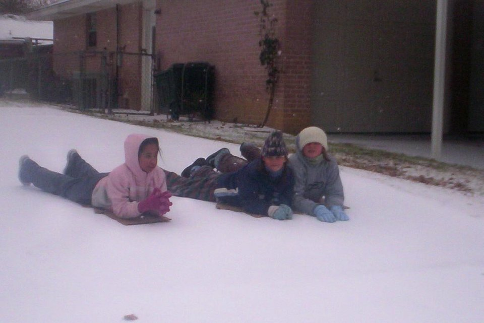 Lexi, Jodey and Lacey in Midwest City<br/><b>Community Photo By:</b> Leah Albright<br/><b>Submitted By:</b> Leah, Midwest City