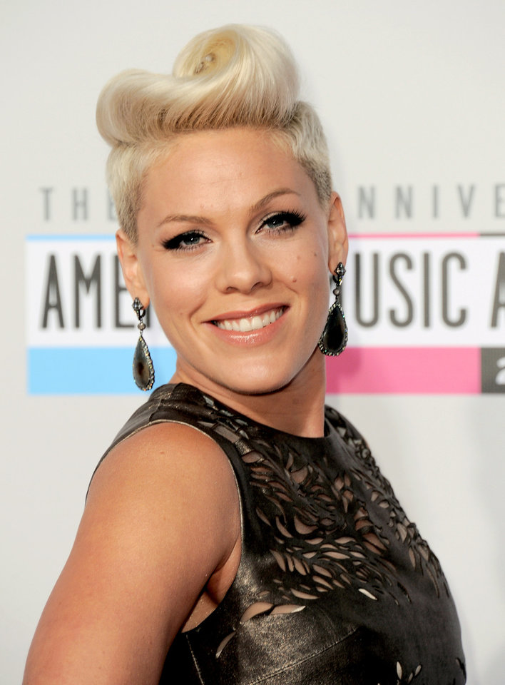 Photo -   Pink arrives at the 40th Anniversary American Music Awards on Sunday, Nov. 18, 2012, in Los Angeles. (Photo by Jordan Strauss/Invision/AP)