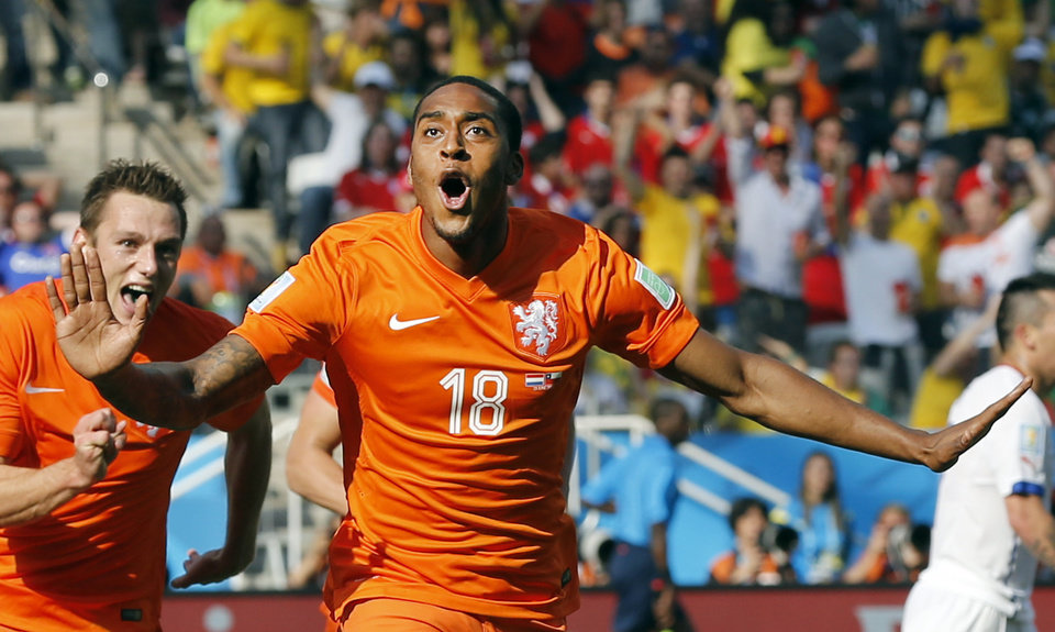 Photo - Netherlands' Leroy Fer celebrates scoring the opening goal during the group B World Cup soccer match between the Netherlands and Chile at the Itaquerao Stadium in Sao Paulo, Brazil, Monday, June 23, 2014. (AP Photo/Frank Augstein)