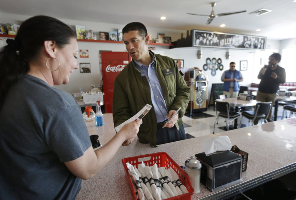 Photo - Republican candidate for the U.S. Senate businessman and former Navy SEAL Gabriel Gomez, center, speaks with waitress Michelle Camelio, of Marshfield, Mass., left, during a campaign stop at a restaurant, in Marshfield, Monday, April 29, 2013. (AP Photo/Steven Senne)