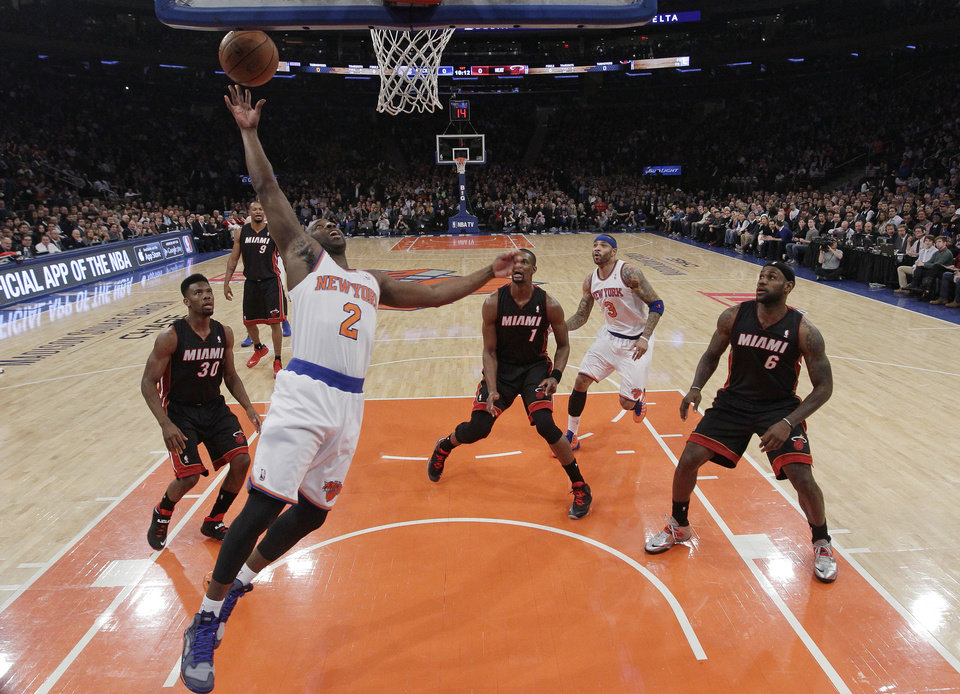 Photo - New York Knicks' Raymond Felton (2) scores as Miami Heat's Norris Cole (30), Chris Bosh (1), and LeBron James (6) watch during the first half of an NBA basketball game on Thursday, Jan. 9, 2014, in New York. (AP Photo/Frank Franklin II)