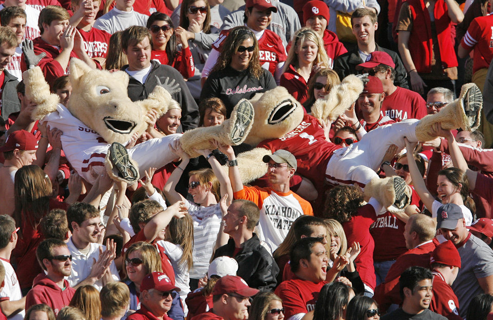 Photo - Fans pass mascots Boomer, right, and Sooner, up the stands during the second half of the Bedlam college football game between the University of Oklahoma Sooners (OU) and the Oklahoma State University Cowboys (OSU) at the Gaylord Family-Oklahoma Memorial Stadium on Saturday, Nov. 28, 2009, in Norman, Okla. OU won, 27-0.