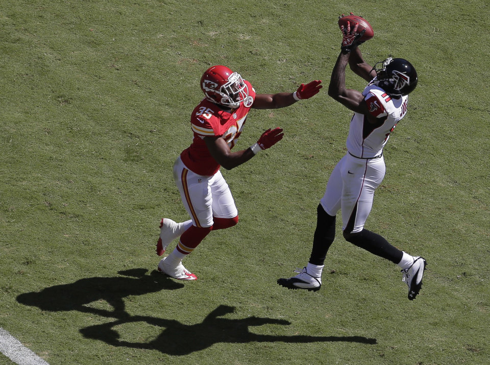 Photo -   Atlanta Falcons wide receiver Julio Jones (11) catches a touchdown pass while covered by Kansas City Chiefs defensive back Jacques Reeves (35) during the first half of an NFL football game at Arrowhead Stadium in Kansas City, Mo., Sunday, Sept. 9, 2012. (AP Photo/Charlie Riedel)