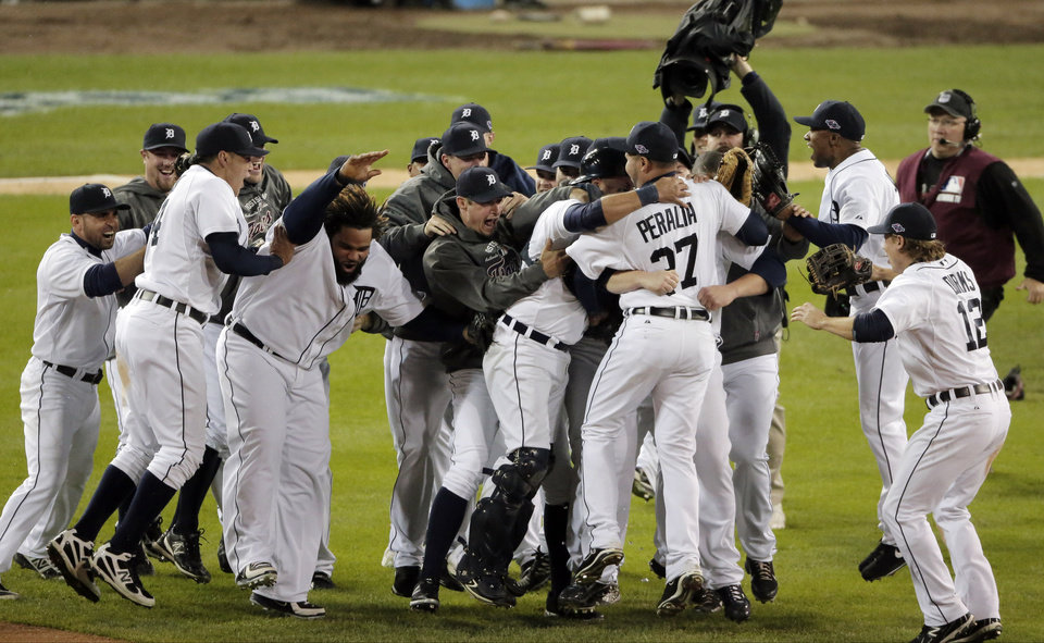 Photo -   The Detroit Tigers celebrate after winning Game 4 of the American League championship series 8-1, against the New York Yankees, Thursday, Oct. 18, 2012, in Detroit. The Tigers move on to the World Series. (AP Photo/Charlie Riedel)