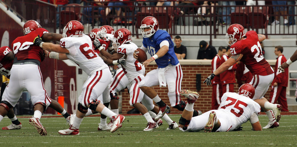 Quarterback Blake Bell keeps the ball during the University of Oklahoma (OU) football team's annual Red and White Game at Gaylord Family/Oklahoma Memorial Stadium on Saturday, April 14, 2012, in Norman, Okla.  Photo by Steve Sisney, The Oklahoman