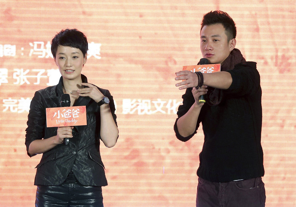 Photo - In this Wednesday Dec. 5, 2012 photo, actor Wen Zhang, right, and his wife Ma Yili, a producer and actress attend a presser for their TV series
