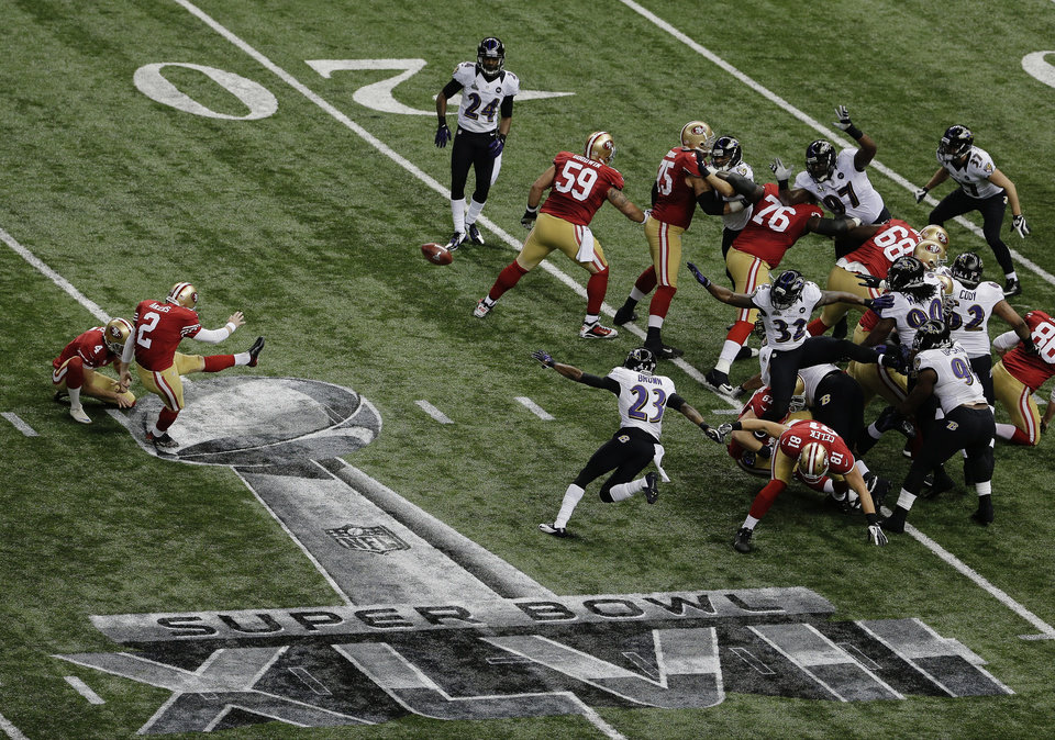 San Francisco 49ers kicker David Akers (2) makes a 36-yard field goal during the first half of the NFL Super Bowl XLVII football game against the Baltimore Ravens, Sunday, Feb. 3, 2013, in New Orleans. (AP Photo/Charlie Riedel)