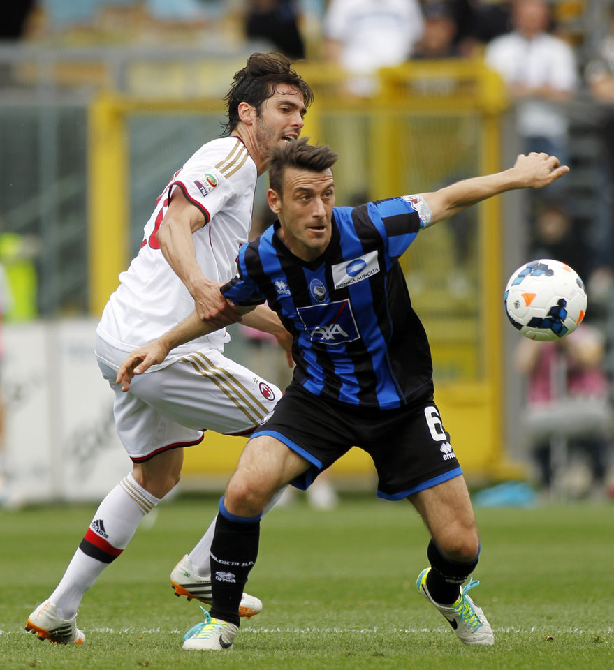 Photo - AC Milan Brazilian midfielder Kaka', left, and Atalanta's Giampaolo Bellini fight for the ball during a Serie A soccer match in Bergamo, Italy, Sunday, May 11, 2014. (AP Photo/Felice Calabro')