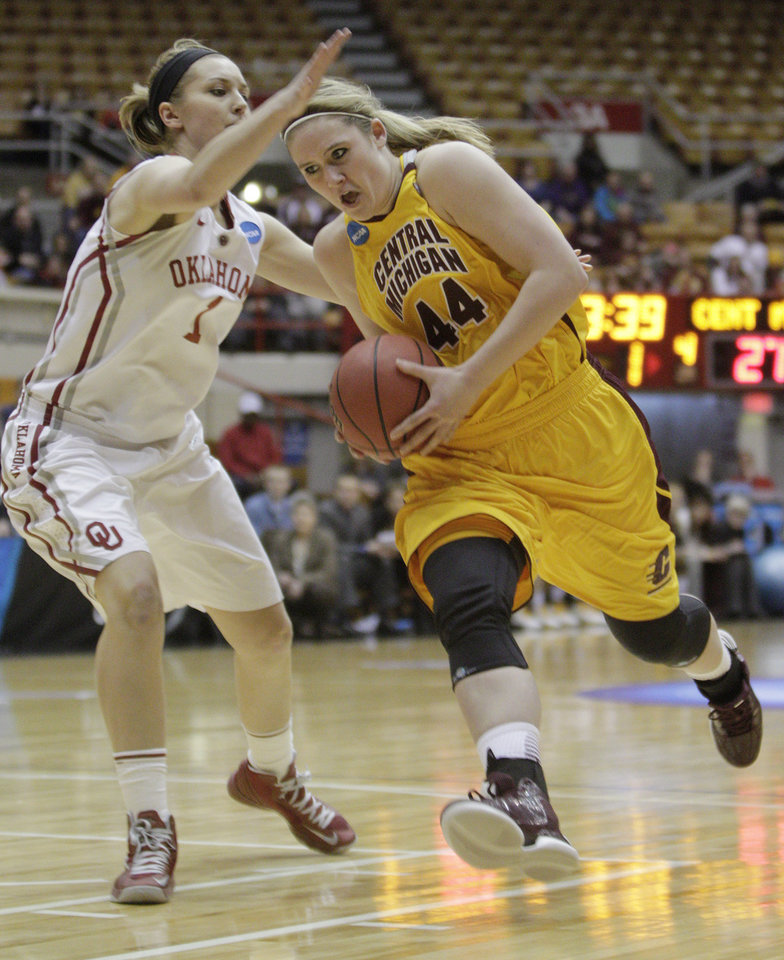 Central Michigan's Taylor Johnson, right, drives to the basket against Oklahoma's Nicole Kornet during the first half of a first-round game in the women's NCAA college basketball tournament Saturday, March 23, 2013, in Columbus, Ohio. (AP Photo/Jay LaPrete) ORG XMIT: OHJL105