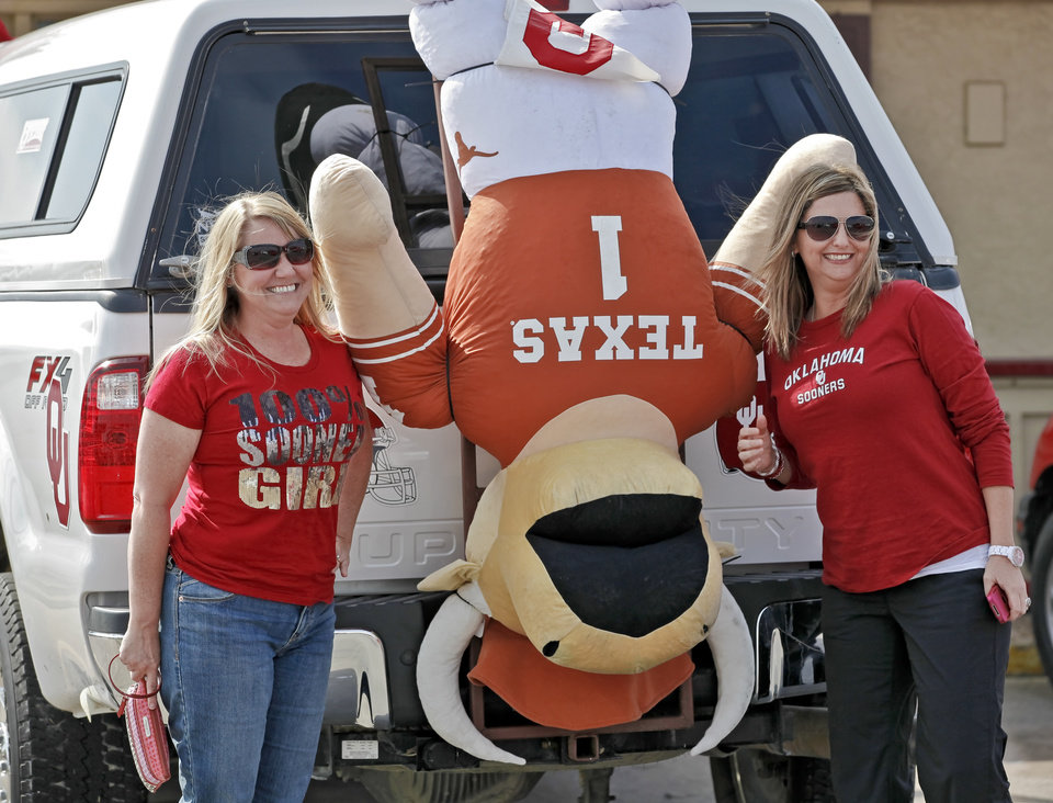 FANS / OU / UNIVERSITY OF OKLAHOMA / COLLEGE FOOTBALL: Debra Lewis, left, and Cassie Weigle, of Edmond, pose for a photo next to a hanging Bevo during the Bevo Bash on Friday, Oct. 12, 2012, in Marietta, Okla. Photo by Chris Landsberger, The Oklahoman