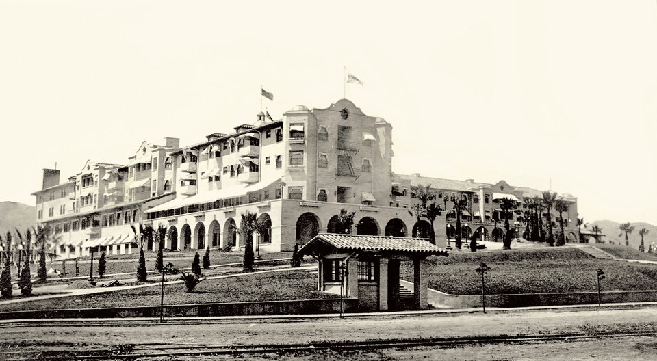 Photo -   In this undated image released by Beverly Hills Collection, a historic view of The Beverly Hills Hotel is seen. The Beverly Hills Hotel is celebrating its 100th Anniversary in May. (AP Photo/Beverly Hills Collection)