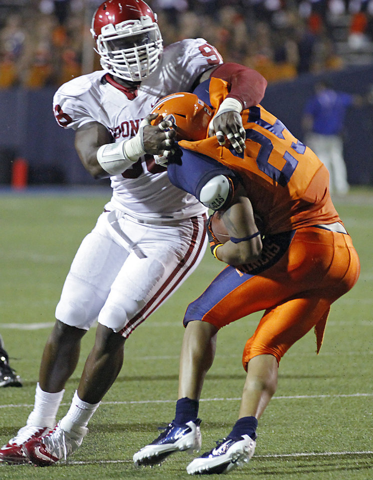 Oklahoma Sooners defensive end Chuka Ndulue (98) brings down UTEP\'s Nathan Jeffery (25) during the college football game between the University of Oklahoma Sooners (OU) and the University of Texas El Paso Miners (UTEP) at Sun Bowl Stadium on Saturday, Sept. 1, 2012, in El Paso, Tex. Photo by Chris Landsberger, The Oklahoman