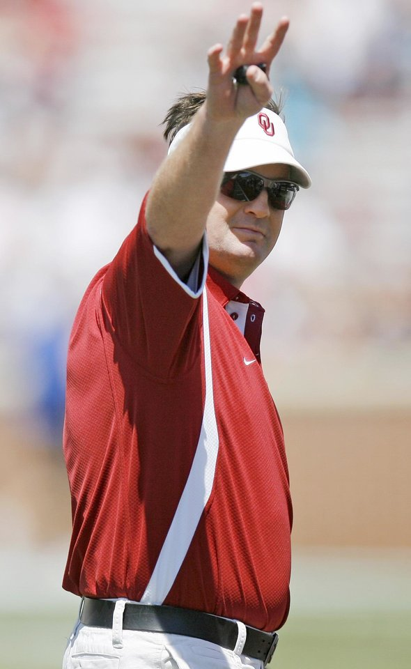 Photo - Bob Stoops' Sooners will hold their first practice of the season today. Meet the Sooners Day is Friday. (Photo by Bryan Terry, The Oklahoman)