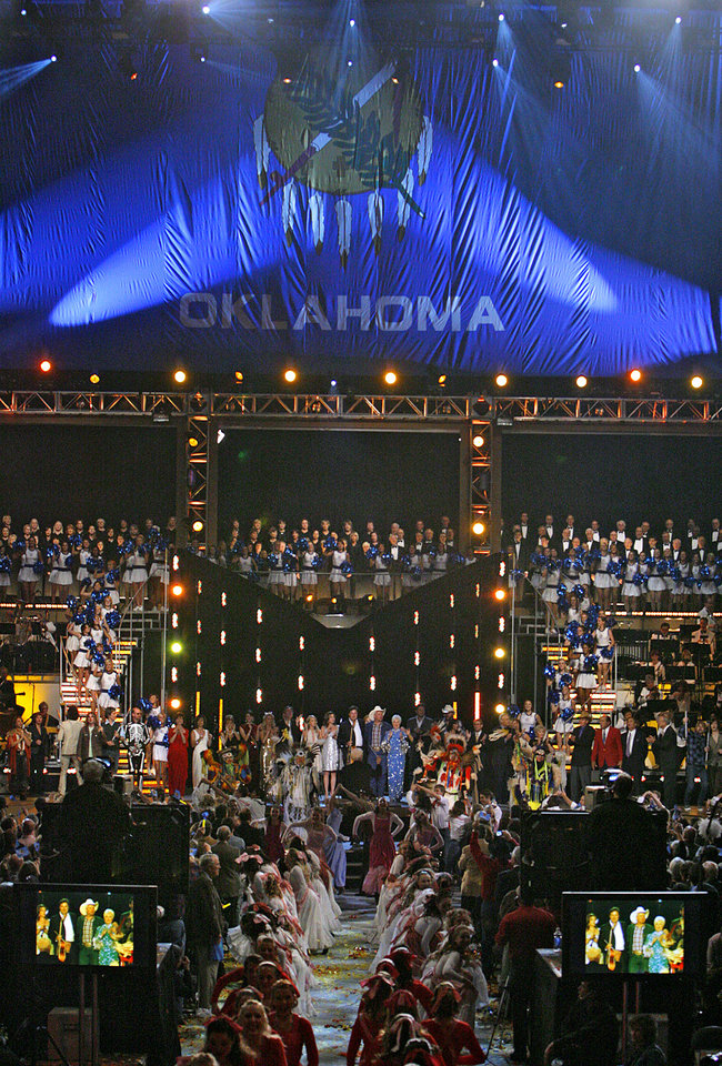 Photo - Performers gather on stage in the closing act during the Centennial Spectacular to celebrate the 100th birthday of the State of Oklahoma at the Ford Center on Friday, Nov. 16, 2007, in Oklahoma City, Okla. Photo By CHRIS LANDSBERGER, The Oklahoman