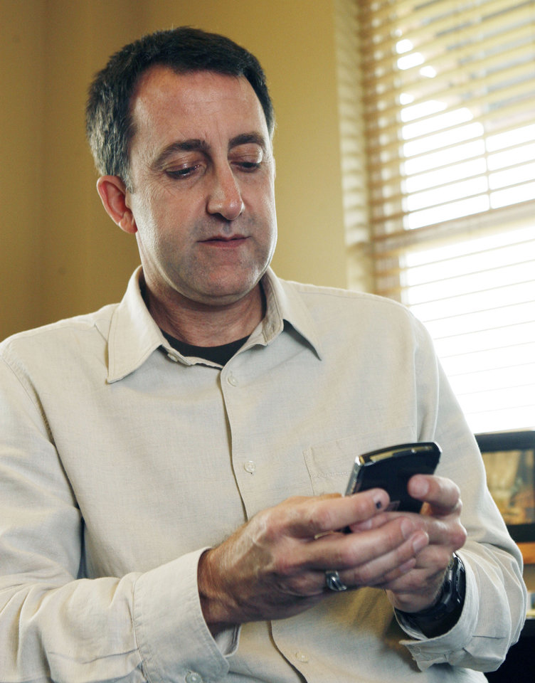 Jeff Wilson looks at Twitter on his smart phone at Henderson Hills Baptist Church in Edmond, OK, Tuesday, May 12, 2009. BY PAUL HELLSTERN, THE OKLAHOMAN