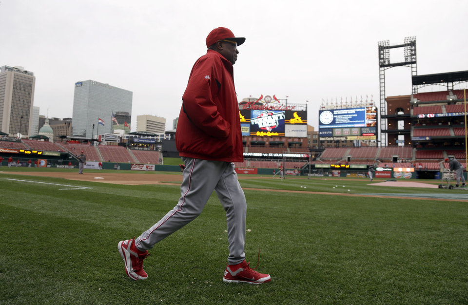 Photo -   Cincinnati Reds manager Dusty Baker walks on the field to watch batting practice before a baseball game against the St. Louis Cardinals, Monday, Oct. 1, 2012, in St. Louis. Baker is back with his team after missing 11 games because of a mini-stroke, and will manage the team during the final series of the regular season. (AP Photo/Jeff Roberson)