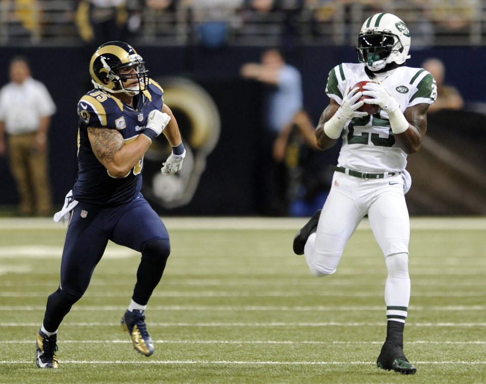 Photo -   New York Jets running back Joe McKnight, right, catches an 18-yard pass as St. Louis Rams middle linebacker James Laurinaitis defends during the first quarter of an NFL football game Sunday, Nov. 18, 2012, in St. Louis. (AP Photo/L.G. Patterson)
