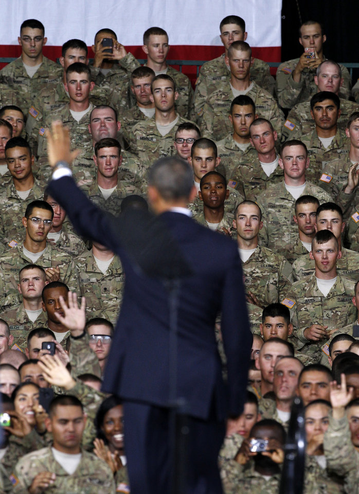 Photo -   President Barack Obama waves to service-members after speaking to them and their families at the 1st Aviation Support Battalion Hangar at Fort Bliss, Friday, Aug. 31, 2012, in El Paso, Texas. (AP Photo/Tony Gutierrez)