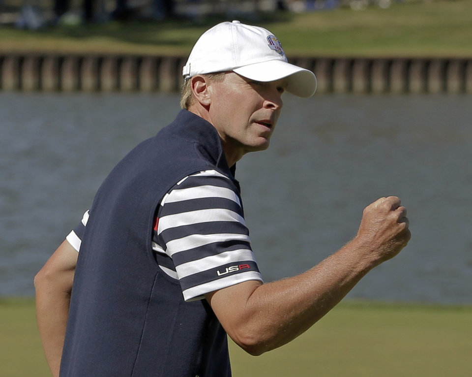 Photo - USA's Steve Stricker reacts after winning the second hole during a singles match at the Ryder Cup PGA golf tournament Sunday, Sept. 30, 2012, at the Medinah Country Club in Medinah, Ill. (AP Photo/Charlie Riedel)  ORG XMIT: PGA138