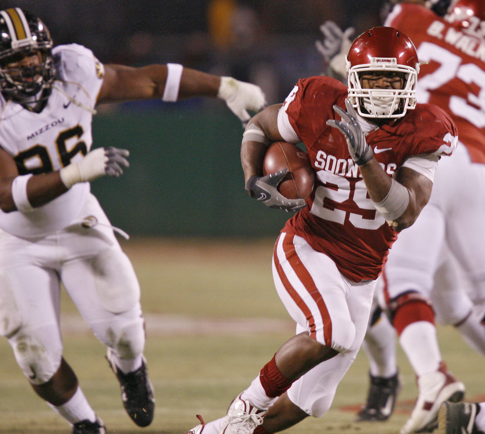 Photo - Oklahoma's Chris Brown (29) takes the ball up field on a run during the first half of the Big 12 Championship college football game between the University of Oklahoma Sooners (OU) and the University of Missouri Tigers (MU) on Saturday, Dec. 6, 2008, at Arrowhead Stadium in Kansas City, Mo. 