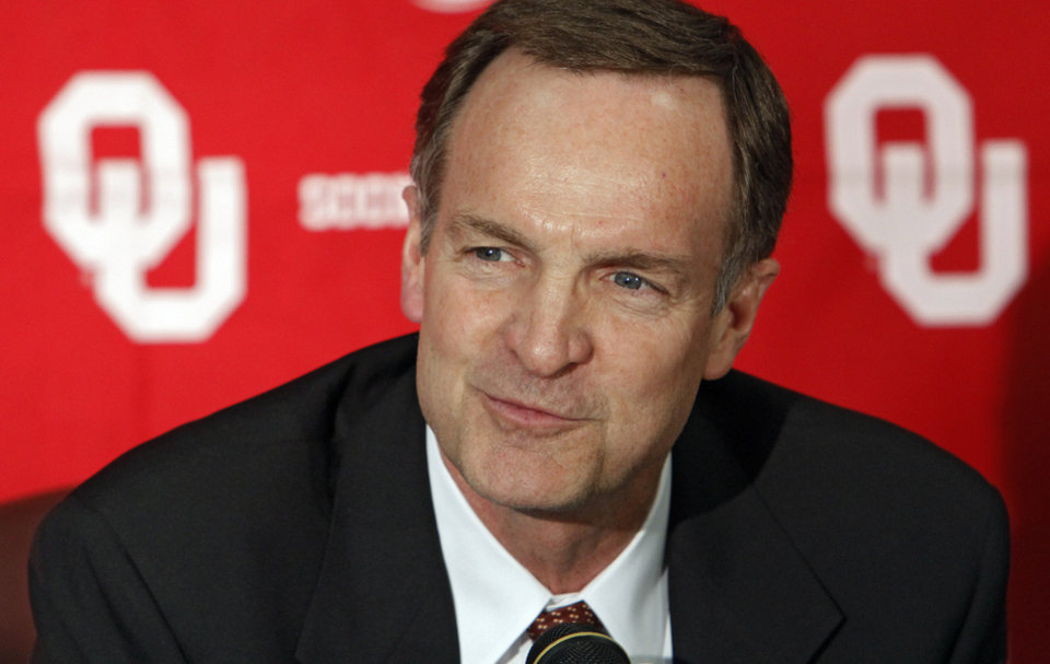 OU / INTRODUCE / INTRODUCTION: Lon Kruger speaks to the media after being introduced as the new University of Oklahoma men's college basketball coach on Monday, April 4, 2011, in Norman, Okla. Photo by Chris Landsberger, The Oklahoman ORG XMIT: KOD