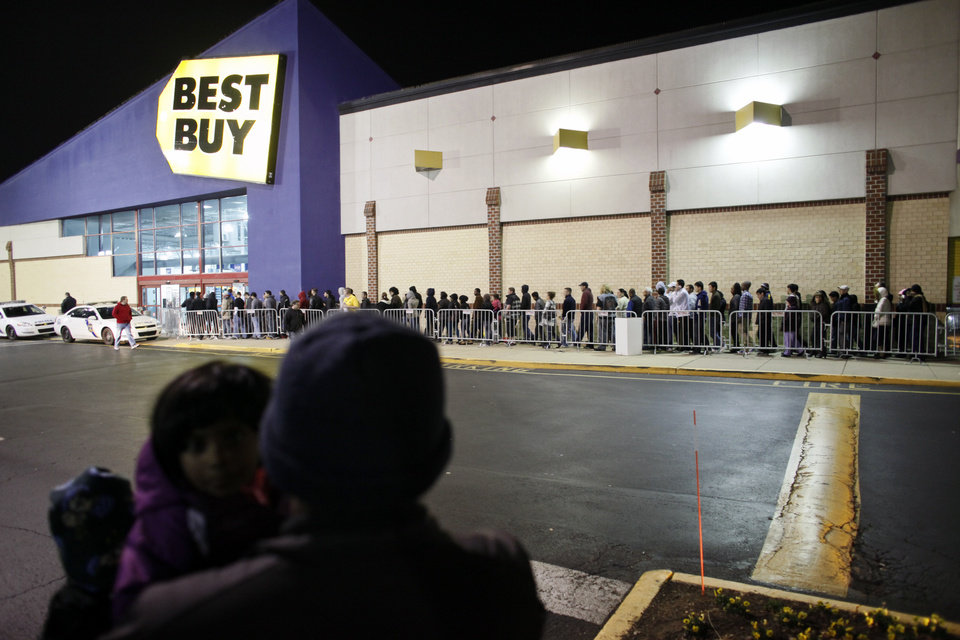 People wait in line, on Thursday Nov 22, 2012, for a Best Buy store in Northeast Philadelphia to open it\'s doors at midnight. (AP Photo/ Joseph Kaczmarek)