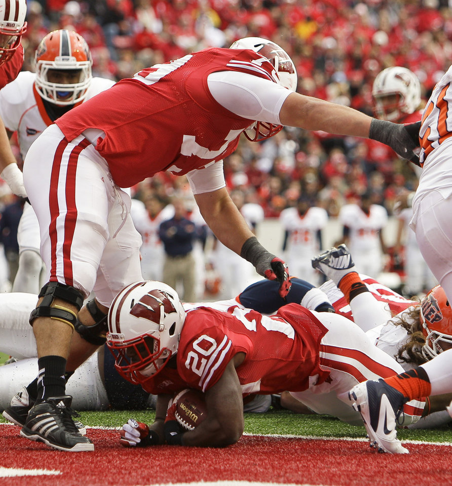 Photo -   Wisconsin running back James White (20) scores a touchdown against UTEP during the second half of an NCAA college football game Saturday, Sept. 22, 2012, in Madison, Wis. Wisconsin won 37-26. (AP Photo/Andy Manis)