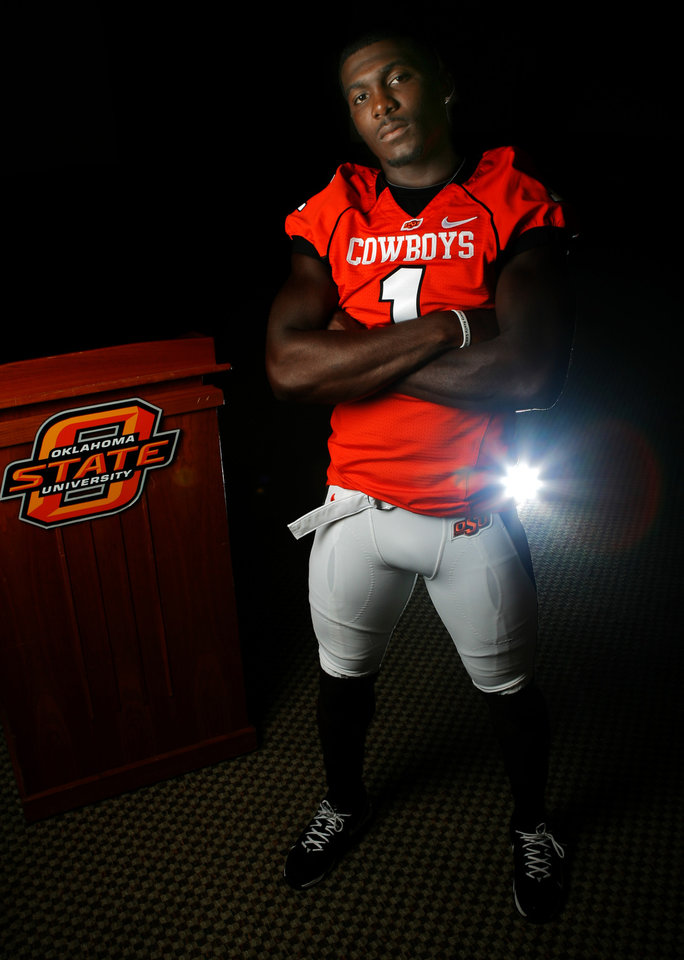 Photo - FOOTBALL SECTION PHOTO -- DO NOT USE!!!