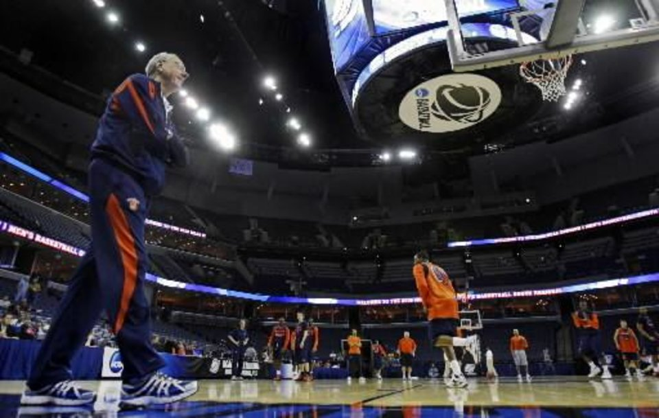 Photo - Syracuse coach  Jim  Boeheim watches the team practice for a men's NCAA tournament regional college basketball game in Memphis, Tenn., Thursday, March 26, 2009. Syracuse will play Oklahoma in a regional semifinal on Friday. (AP Photo/Jeff Roberson)