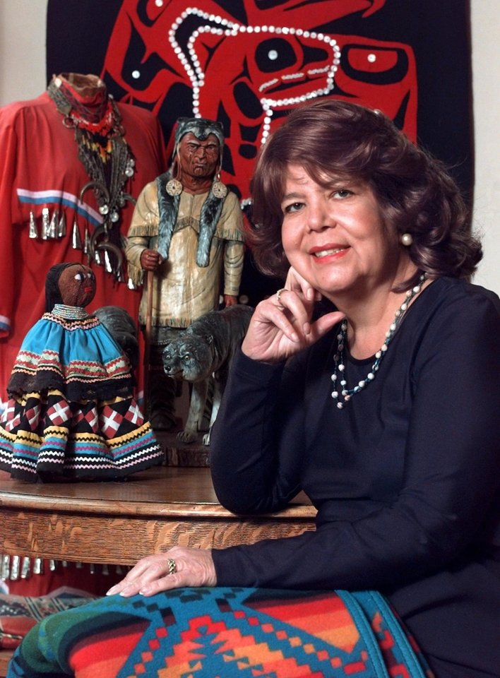 Photo - DEATH / DIED TUESDAY, APRIL 6, 2010: Wilma Mankiller in her home in Tahlequah in 1996.   Kelly Kerr/Tulsa World ORG XMIT: Mankiller 3