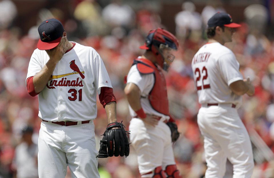 Photo - St. Louis Cardinals starting pitcher Lance Lynn, left, walks off the field after being pulled by manager Mike Matheny, right, as catcher Tony Cruz stands by during the fourth inning of a baseball game against the San Francisco Giants, Sunday, June 1, 2014, in St. Louis. (AP Photo/Jeff Roberson)