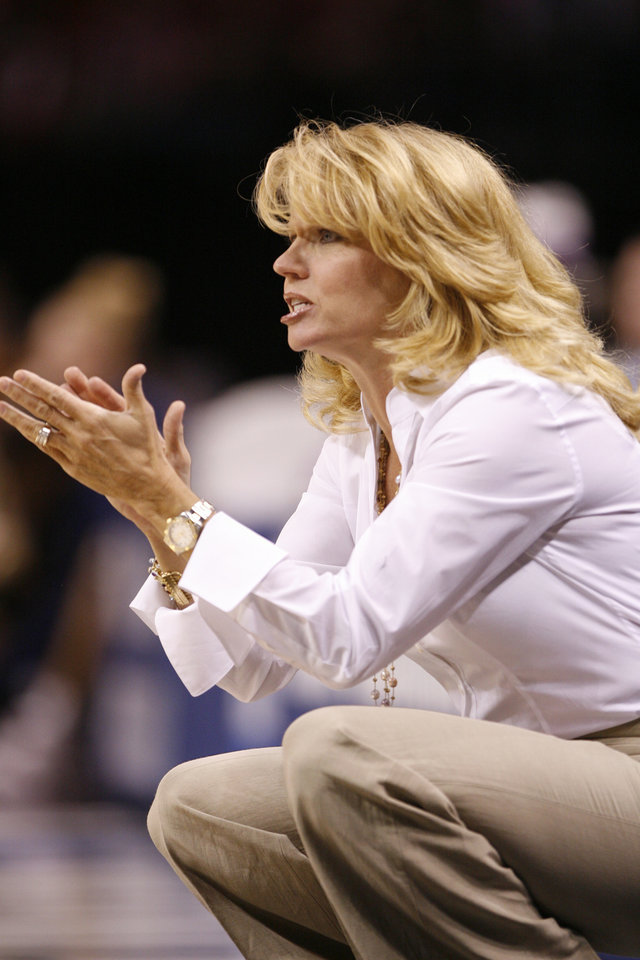 Sooner head coach Sherri Coale talks to her team in the first half of the NCAA women's basketball tournament game between the University of Oklahoma and Pittsburgh at the Ford Center in Oklahoma City, Okla. on Sunday, March 29, 2009. 