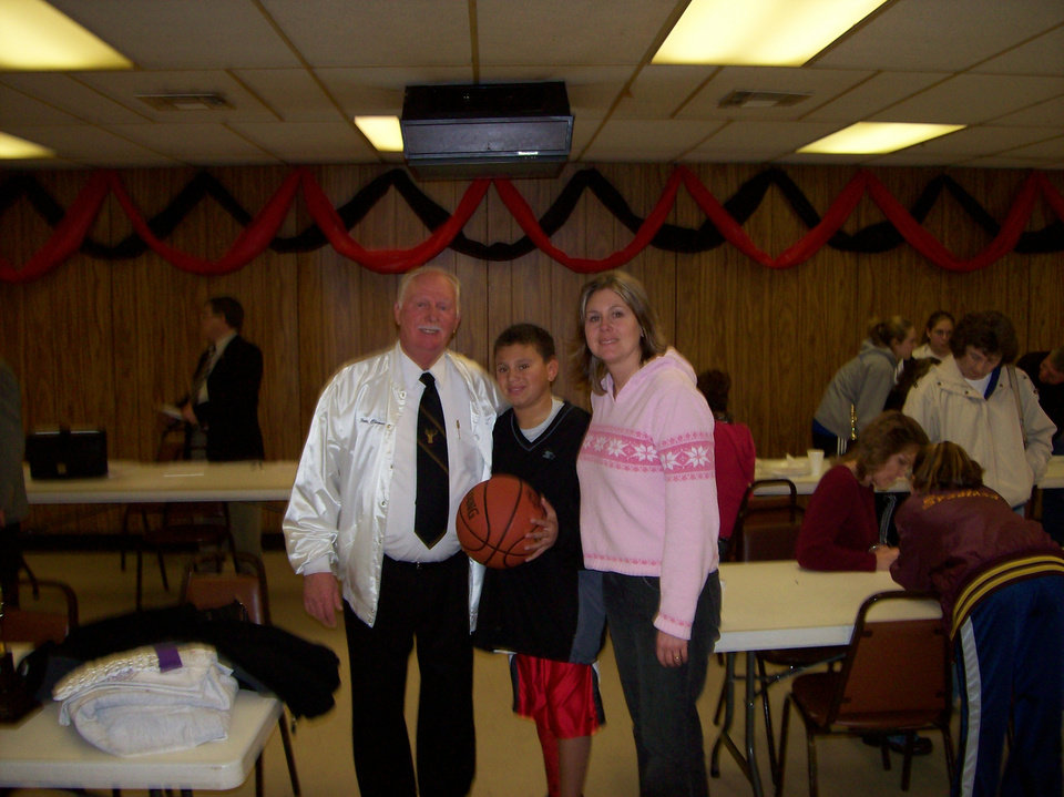MWC Elks Hoop Shoot Chairman Pete Clements,  Cameron Warren and his mother Angie Warren.<br/><b>Community Photo By:</b> Unknown<br/><b>Submitted By:</b> Richard, Del City