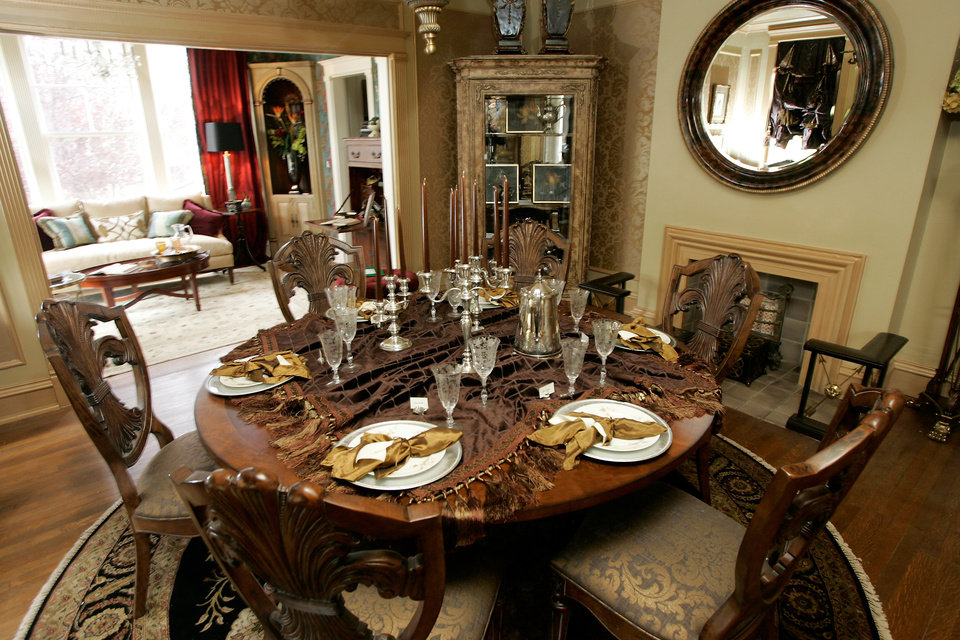 Photo - JOHN BODE / DENISE BODE / HOMEOWNERS / INTERIOR: Dining room of the 2009 Symphony Designers Show House at 431 NW 17 in Oklahoma City, Oklahoma, Thursday, April 16, 2009.  Photo by Steve Gooch, The Oklahoman ORG XMIT: KOD