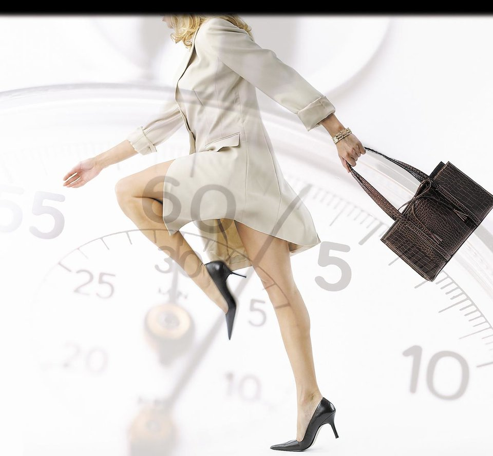 Photo - CLIP ART / CLOCK / TIME: Model walking with purse in hand