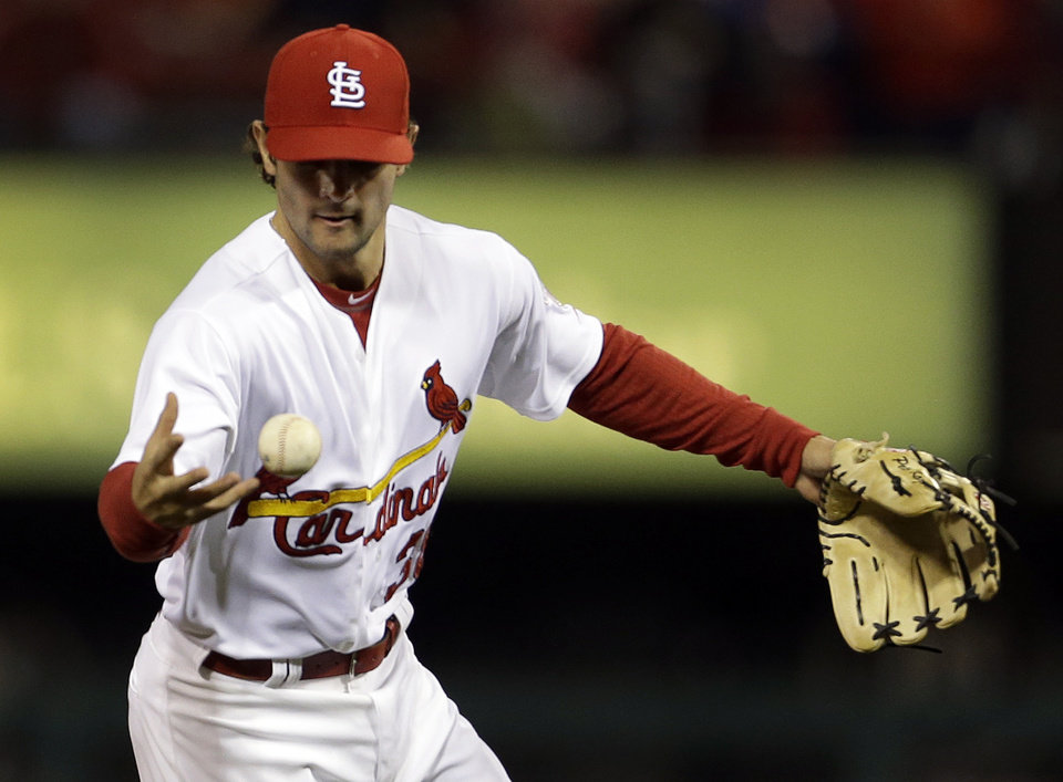Photo -   St. Louis Cardinals shortstop Pete Kozma bobbles a ball hit for a single by Cincinnati Reds' Drew Stubbs during the third inning of a baseball game, Monday, Oct. 1, 2012, in St. Louis. (AP Photo/Jeff Roberson)