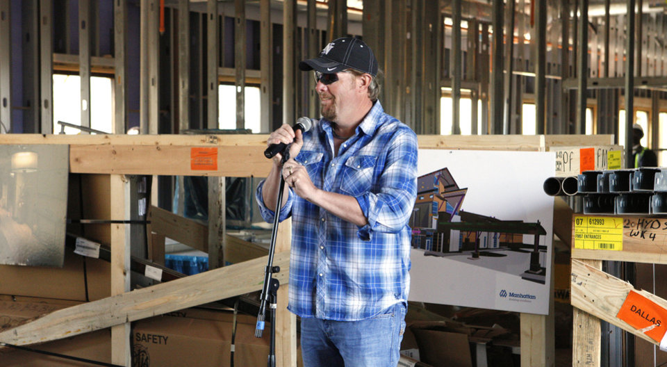 Photo - Toby Keith speaks to construction workers Monday at the OK Kids Korral, 818 NE 8, under construction in Oklahoma City. Photo by Paul B. Southerland, The Oklahoman  PAUL B. SOUTHERLAND - PAUL B. SOUTHERLAND