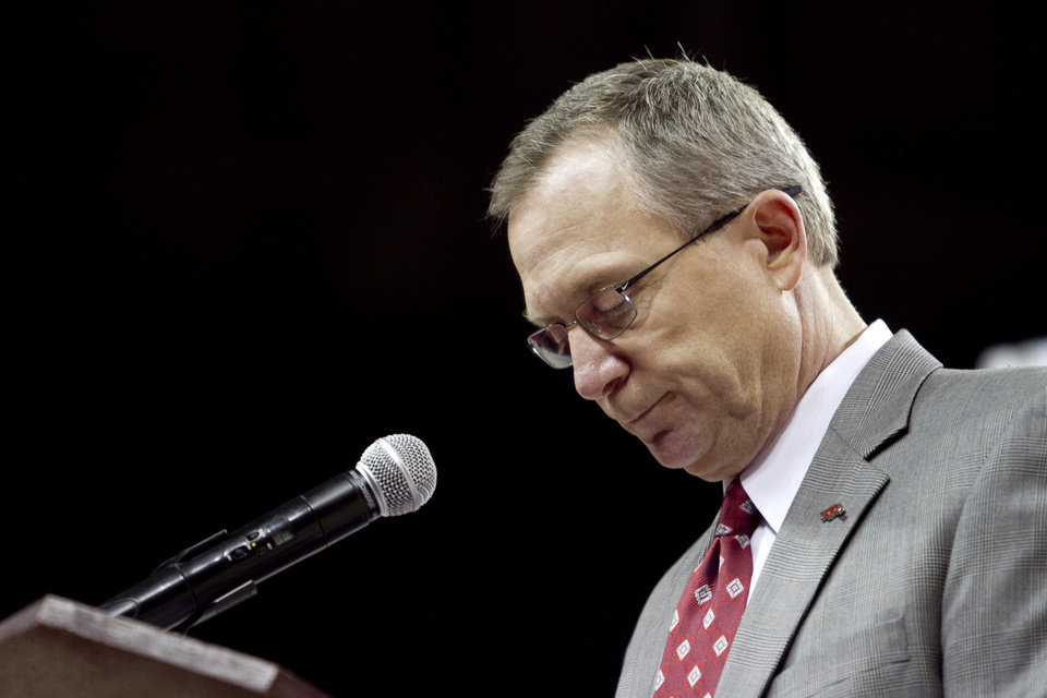 Photo -   Arkansas athletic director Jeff Long informs the media of head coach Bobby Petrino's termination during a press conference in Fayetteville, Ark., Tuesday, April 10, 2012. (AP Photo/Gareth Patterson)