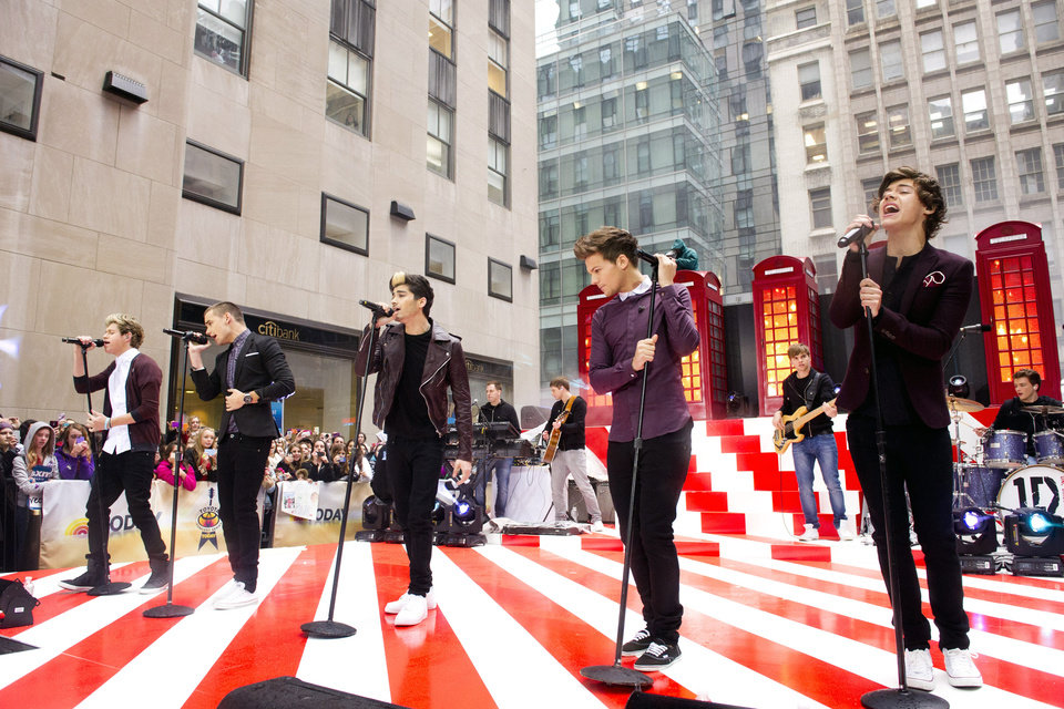One Direction members, from left, Niall Horan, Liam Payne, Zayn Malik, Louis Tomlinson and Harry Styles perform on NBC\'s