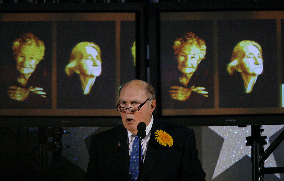 Photo - Willard Scott speaks on stage during the Centennial Spectacular to celebrate the 100th birthday of the State of Oklahoma at the Ford Center on Friday, Nov. 16, 2007, in Oklahoma City, Okla. Photo By CHRIS LANDSBERGER, The Oklahoman