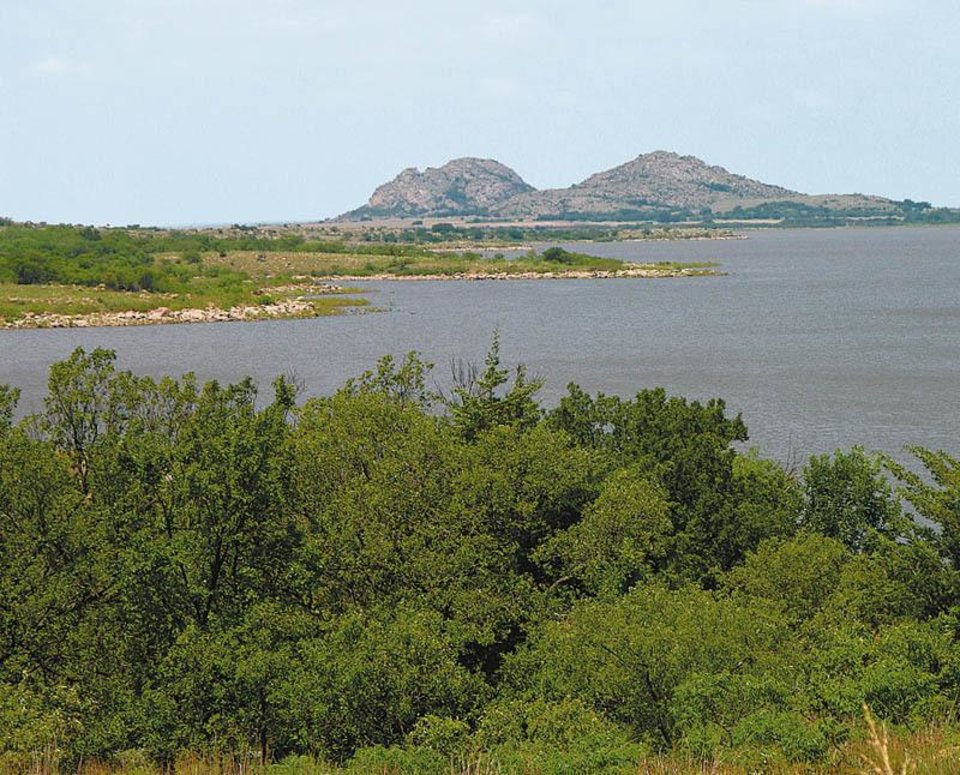 Photo - The Quartz Mountains provide a scenic backdrop to Quartz Mountains Lake at Great Plains State Park. (OKLAHOMAN ARCHIVES)
