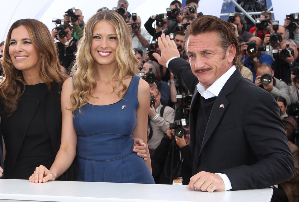 Photo -   Actress Roberta Armani, left, model Petra Nemcova and actor Sean Penn pose during a photo call for the Haiti Carnival charity event at the 65th international film festival, in Cannes, southern France, Friday, May 18, 2012. (AP Photo/Joel Ryan)