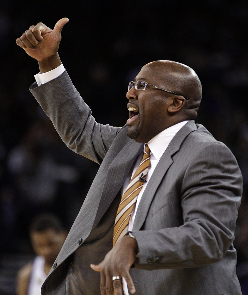 Los Angeles Lakers coach Mike Brown gestures during the first half of an NBA basketball game against the Golden State Warriors on Wednesday, April 18, 2012, in Oakland, Calif. (AP Photo/Ben Margot)