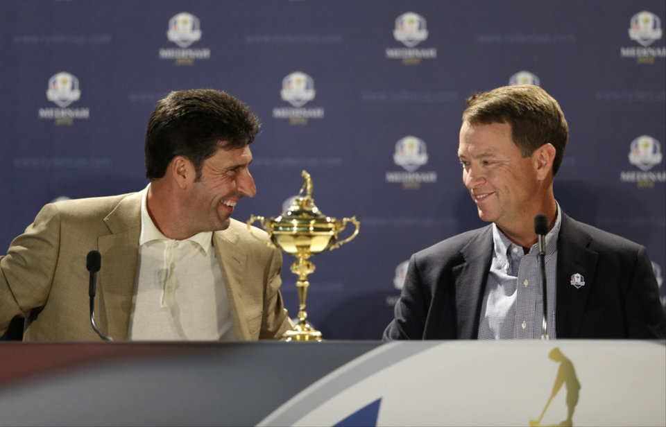 Photo -   European team captain Jose Maria Olazabal, left, and USA's captain Davis Love III answer questions during a news conference at the Ryder Cup PGA golf tournament Monday, Sept. 24, 2012, at the Medinah Country Club in Medinah, Ill. (AP Photo/Chris Carlson)