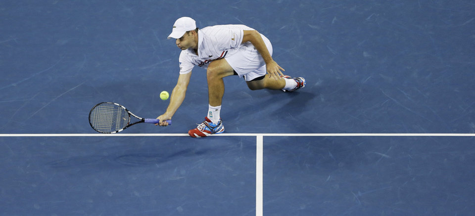Photo -   Andy Roddick returns a shot to Argentina's Juan Martin Del Potro in the fourth round of play at the 2012 US Open tennis tournament, Tuesday, Sept. 4, 2012, in New York. (AP Photo/Darron Cummings)