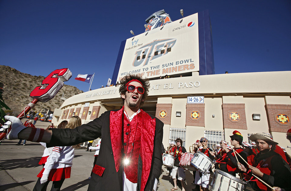 Photo - The Stanford band performs outside the stadium before the Brut Sun Bowl college football game between the University of Oklahoma Sooners (OU) and the Stanford University Cardinal on Thursday, Dec. 31, 2009, in El Paso, Tex.   Photo by Chris Landsberger, The Oklahoman