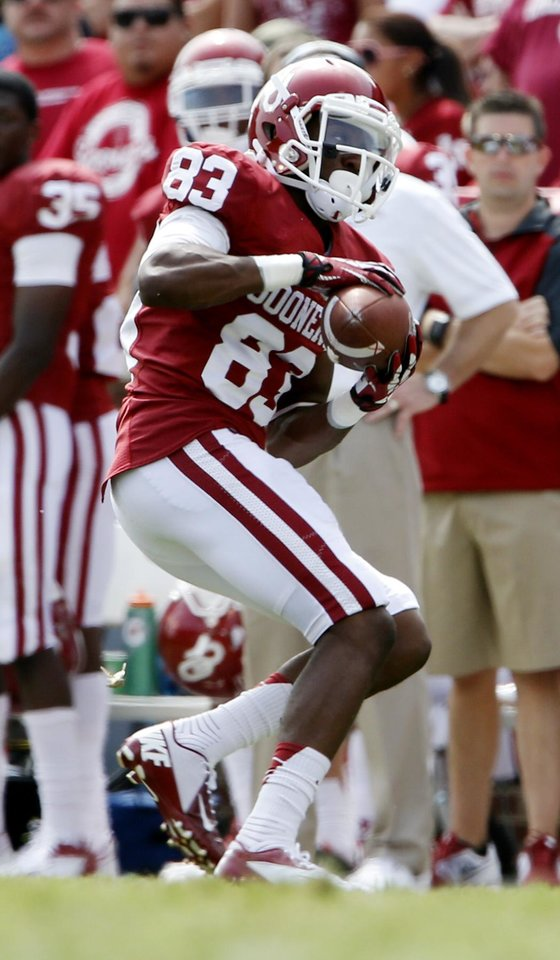 Photo - Oklahoma's Austin Bennett (83) makes a reception during the second half of a college football game between the University of Oklahoma Sooners (OU) and the Tulsa Golden Hurricane (TU) at Gaylord Family-Oklahoma Memorial Stadium in Norman, Okla., on Saturday, Sept. 14, 2013. Photo by Steve Sisney, The Oklahoman