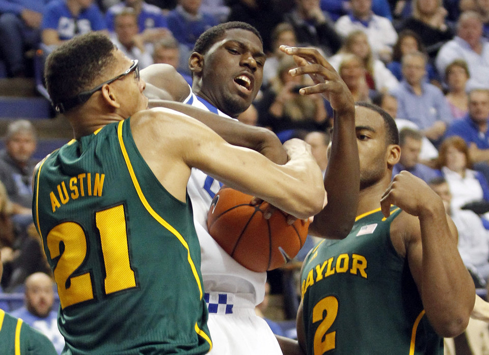 Photo - Kentucky's Alex Poythress, middle is wrapped up between Baylor's Isaiah Austin (21) and Rico Gathers (2) during the first half of an NCAA college basketball game at Rupp Arena in Lexington, Ky., Saturday, Dec. 1, 2012. (AP Photo/James Crisp)